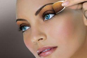 Dicas de como revender maquiagem comprando no atacado e por catalogo