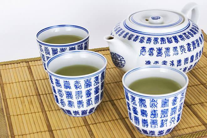 Chá Detox | Tudo sobre receitas, benefícios, onde comprar e se o chá realmente emagrece