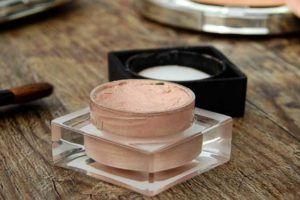 Como revender cosméticos e maquiagem consignados