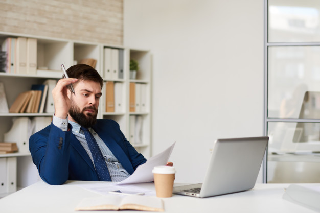 Premium Photo | Modern entrepreneur working in office